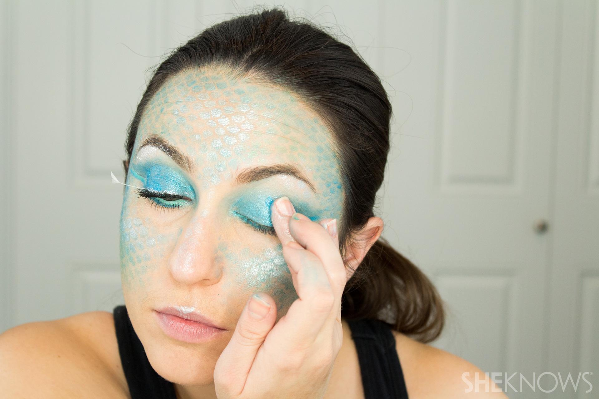 DIY Mermaid Halloween Makeup: Step 11