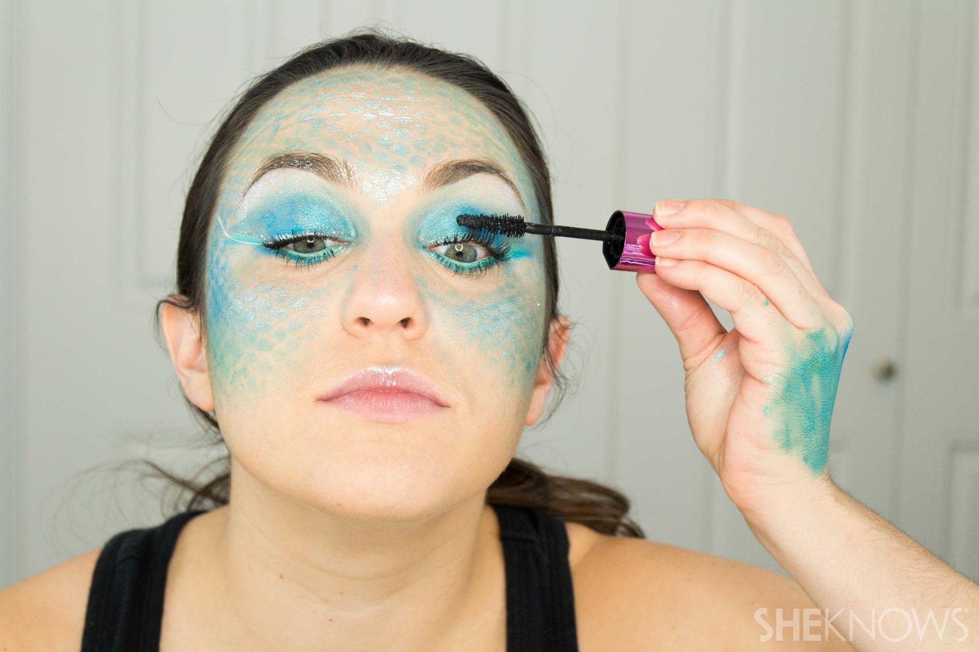 DIY Mermaid Halloween Makeup: Step 13