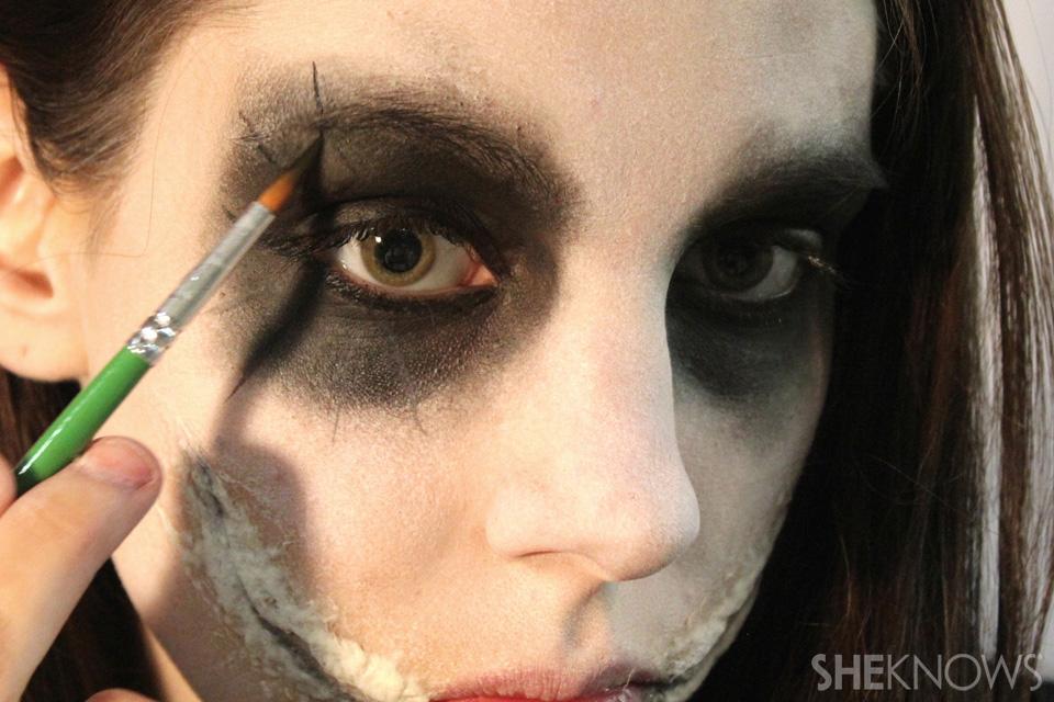 Freaky femme Joker makeup tutorial for Halloween