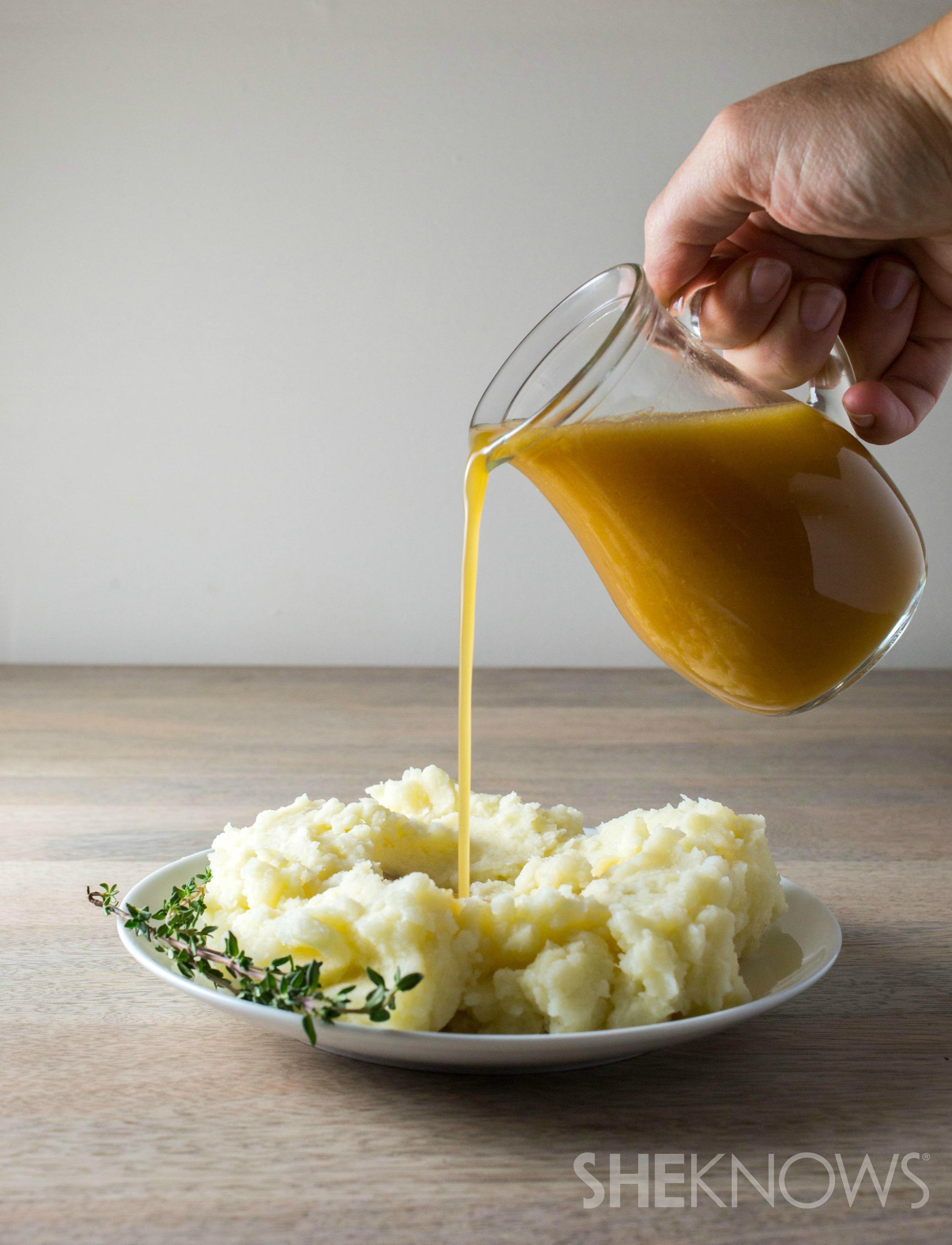 Gluten-free turkey gravy for your Thanksgiving feast