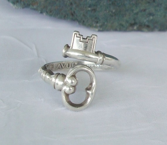 Avon Key Ring Vintage