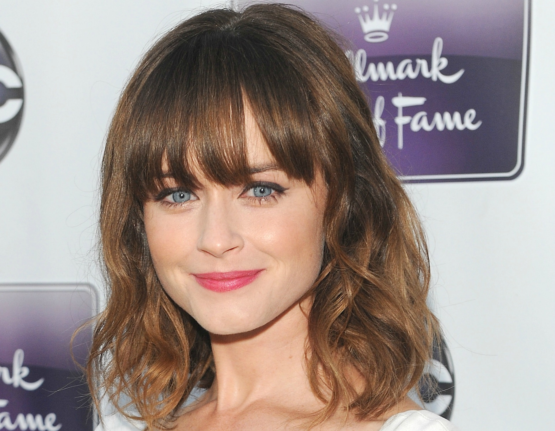 Alexis Bledel blue eyes makeup