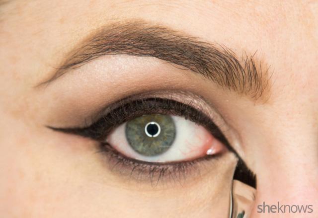 A glitter eye makeup tutorial: Step 9