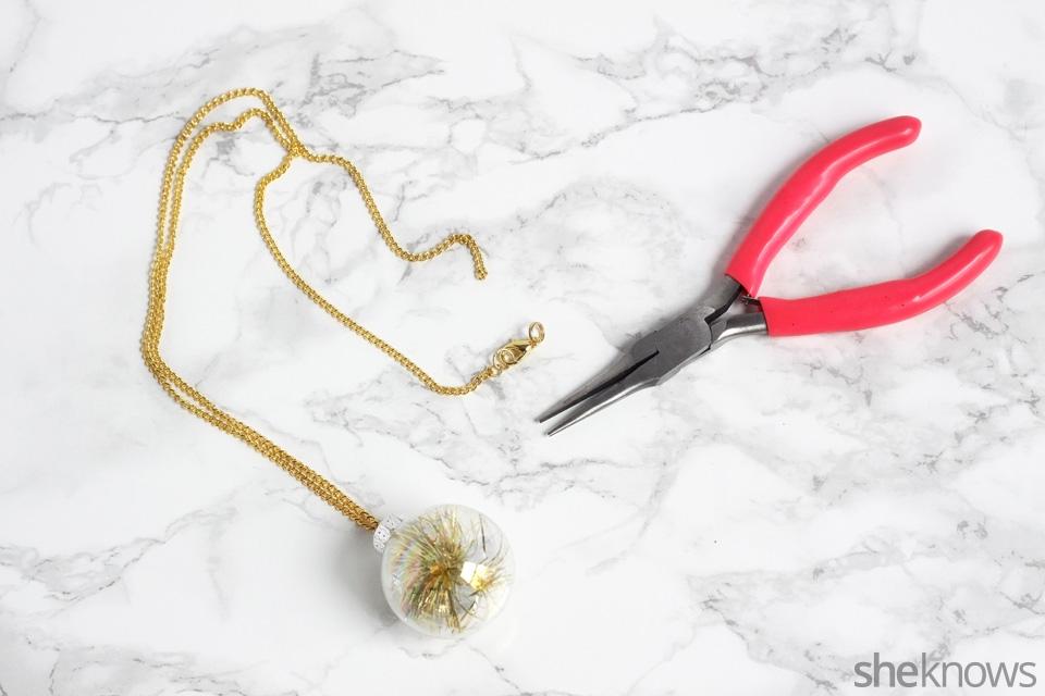 diy-mini-ornament-necklace-for-the-holidays: Step 4   Sheknows.com