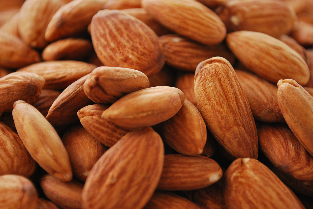 Almonds featured