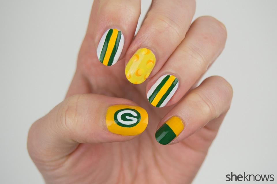 Packers Nail Art: Step 3