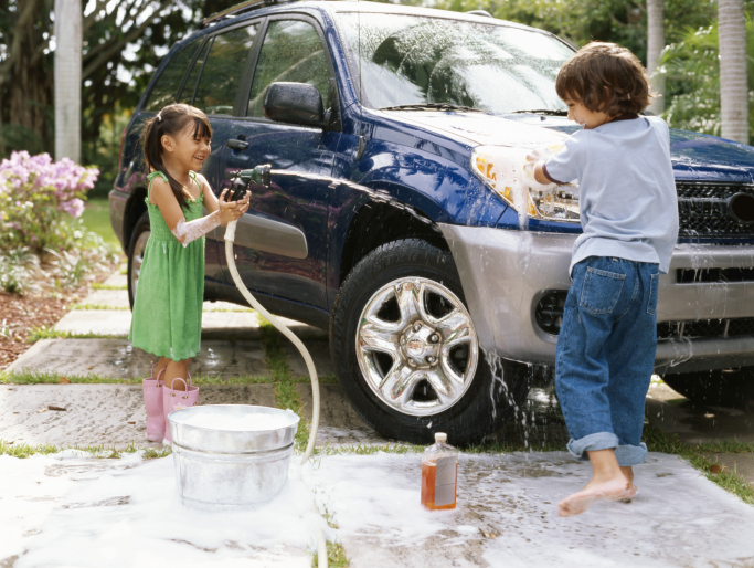 kids washing car
