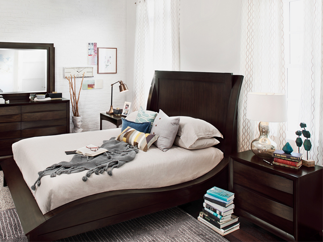 6 decor tips to make a small bedroom look bigger for Quirky bedroom items