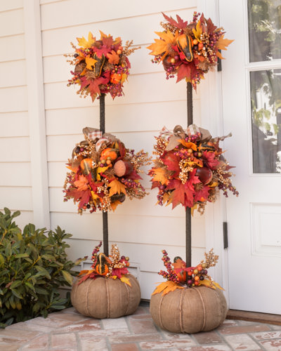 Outdoor fall decorating ideas yard - 15 Outdoor Decorations To Transform Your Yard For Fall