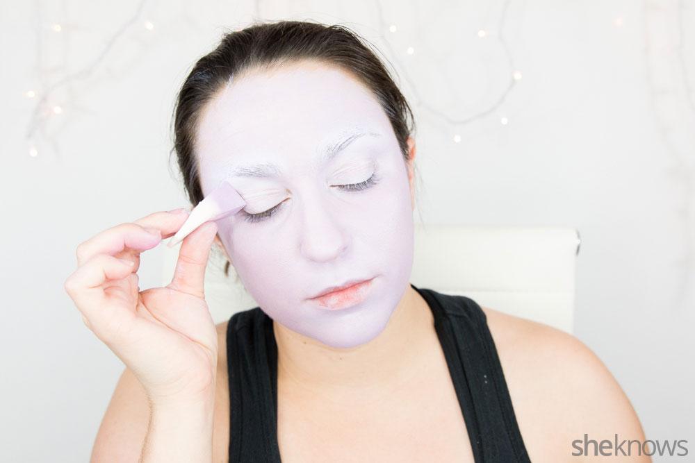 Ghoulish glam Halloween makeup tutorial: Step 5