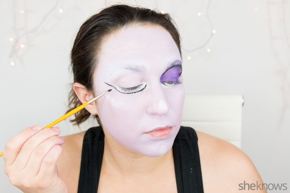 Ghoulish glam Halloween makeup tutorial: Step 8a