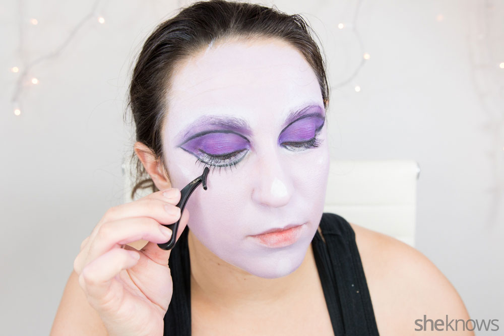 Ghoulish glam Halloween makeup tutorial: Step 10