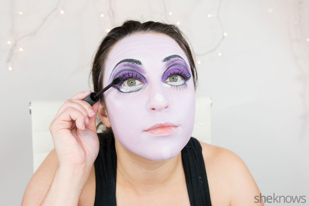 Ghoulish glam Halloween makeup tutorial: Step 12b