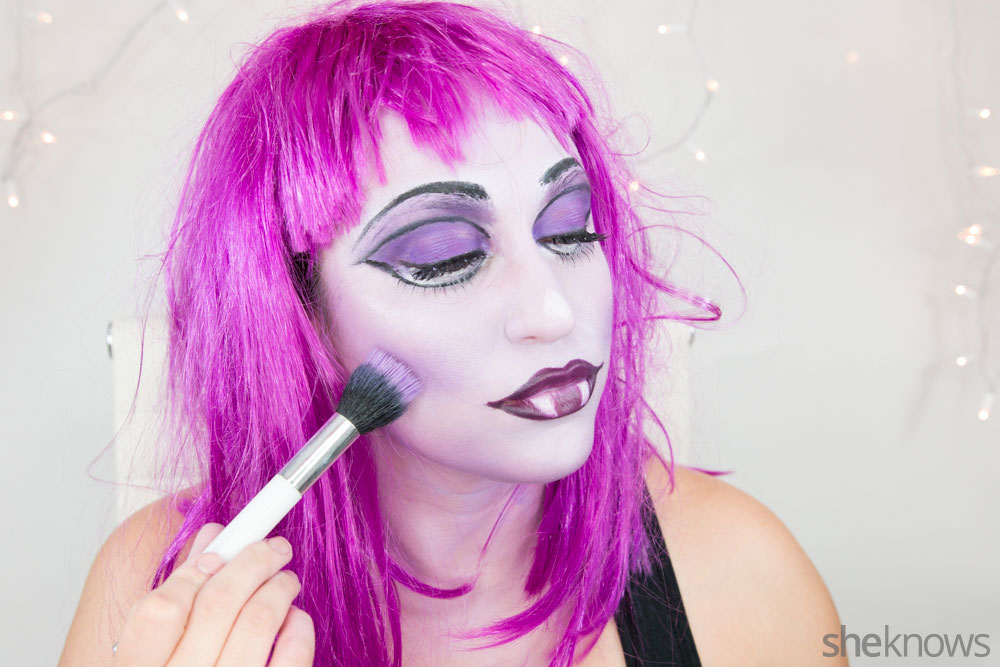 Ghoulish glam Halloween makeup tutorial: Step 17a