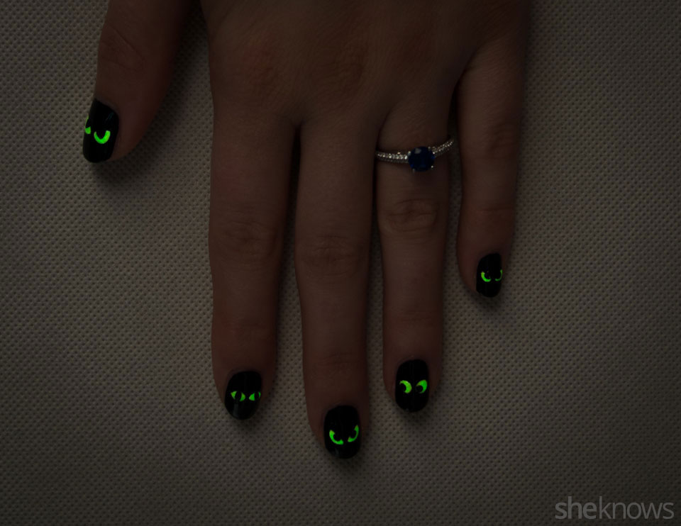 Image Result For A Glow In The Dark Halloween Nail Design Anyone Can Do