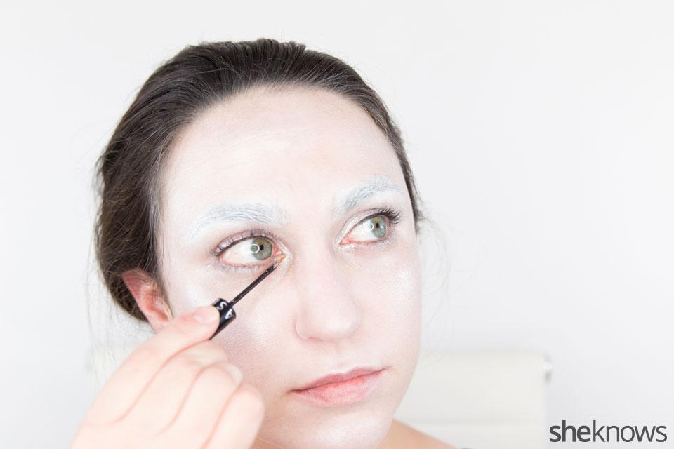 Awesome Dark Swan Halloween makeup: Step 10