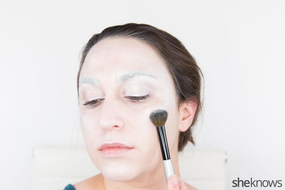 Awesome 12Dark Swan Halloween makeup: Step