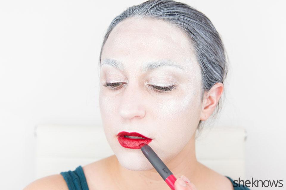 Awesome Dark Swan Halloween makeup: Step 14