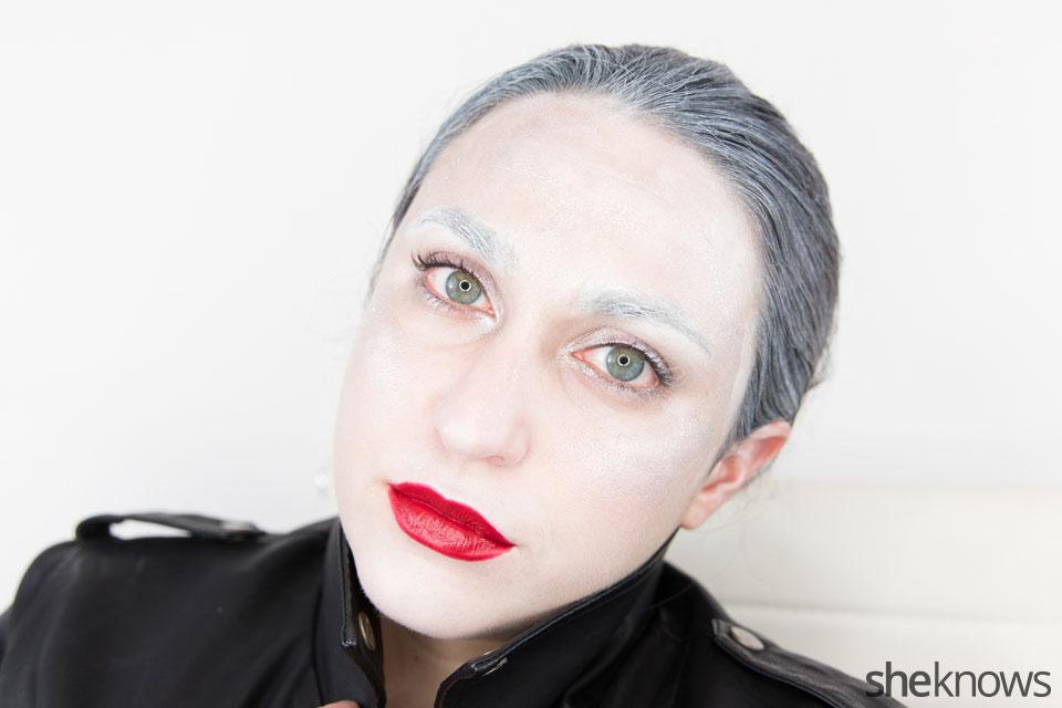 Awesome Dark Swan Halloween makeup: Step 15