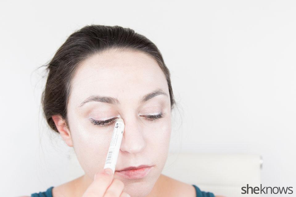 Awesome Dark Swan Halloween makeup: Step 7