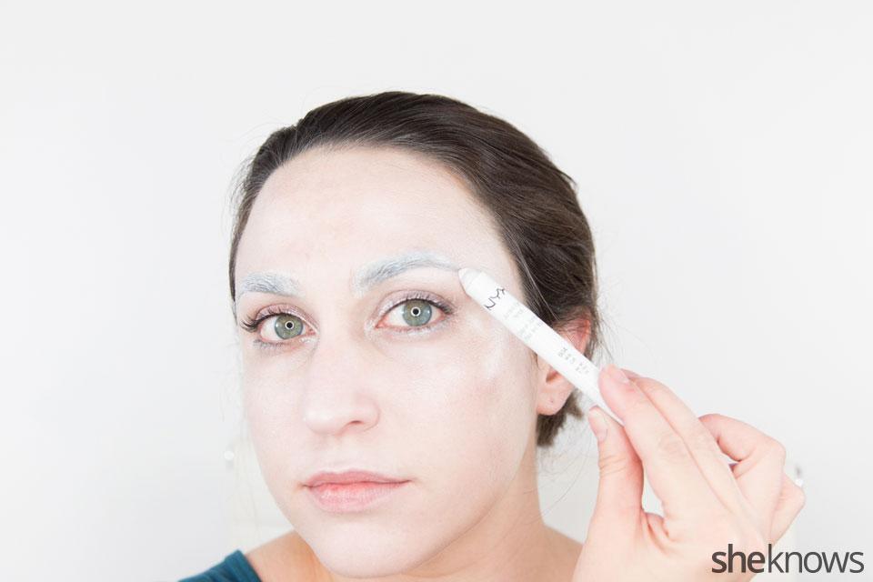 Awesome Dark Swan Halloween makeup: Step 8