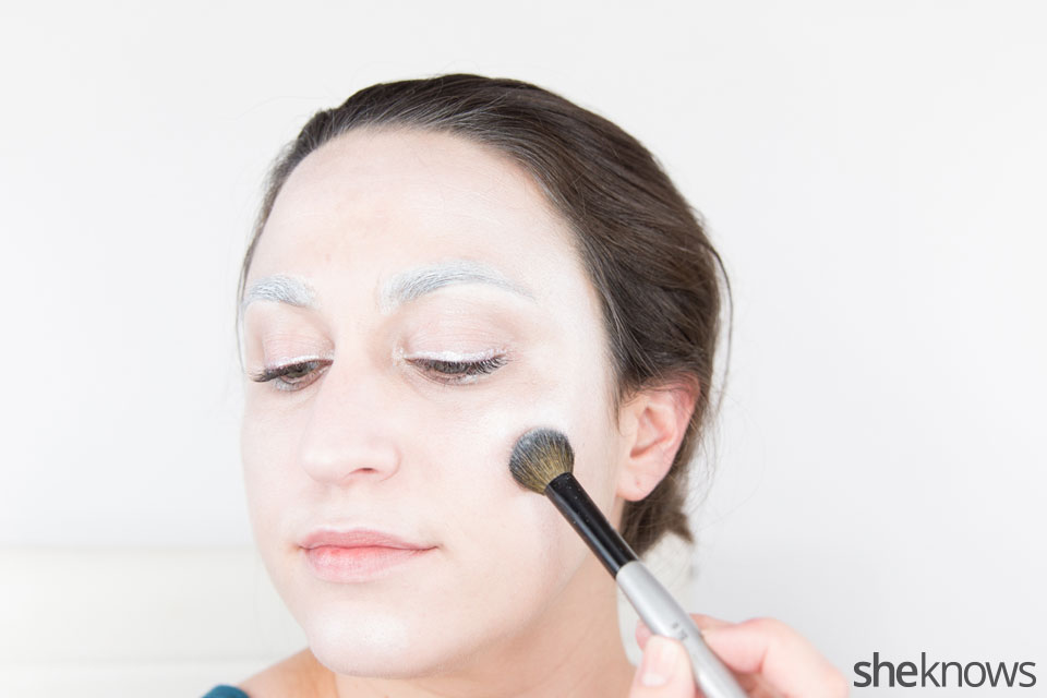 Awesome Dark Swan Halloween makeup: Step 9
