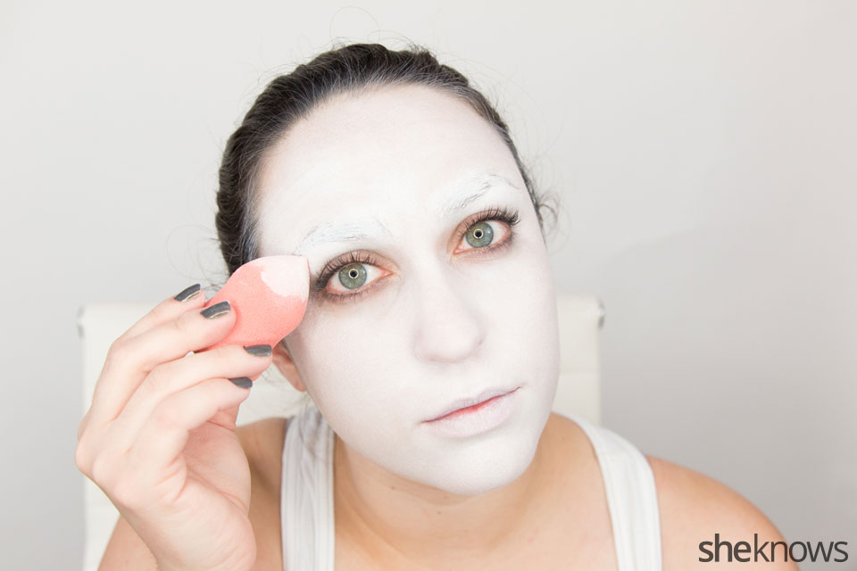 American Horror Story Halloween makeup: Step 4