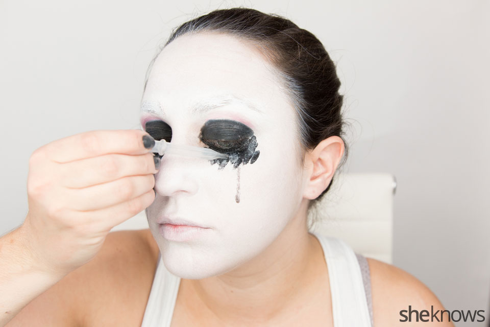 American Horror Story Halloween makeup: Step 9