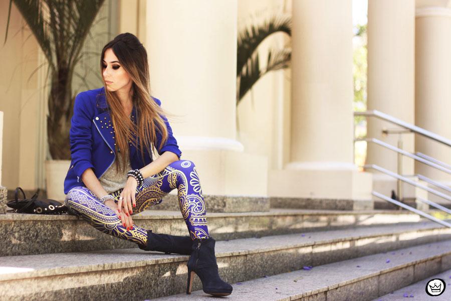 blue, patterned leggings
