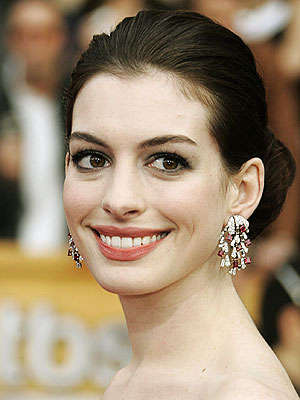 Anne Hathaway to host the Oscar nominations
