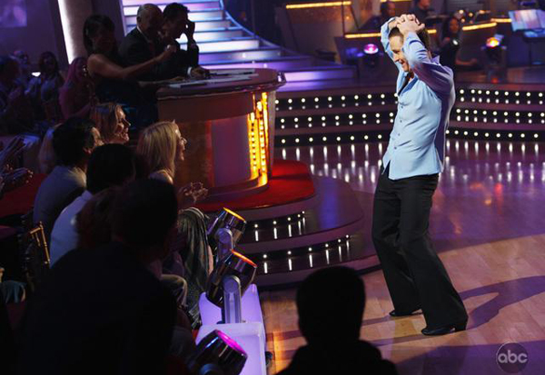 Ty does a little dance for his wife Jewel on Dancing with the Stars