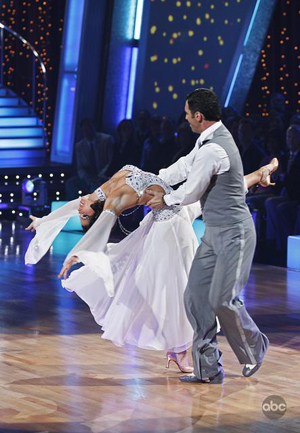 Melissa fights through the pain on DWTS
