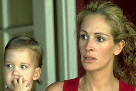 Julia Roberts wins an Oscar for her inspiring portrayal of Erin Brockovich