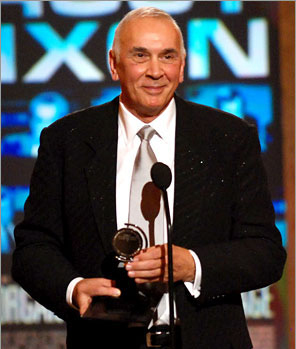 Frank accepts his Best Actor trophy for Frost/Nixon
