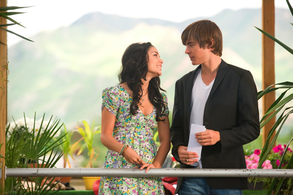 Zach and Vanessa boogie down in HSM3