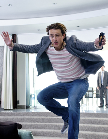 Jason Segel makes a run for his guy, Paul Rudd