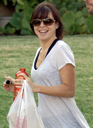 Alyson Hannigan is a bit happy about baby! Congrats!