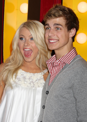 The duo was all smiles at the HSM3 premiere