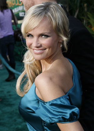 Kristin smiles at the October 18 premiere of Tinker Bell