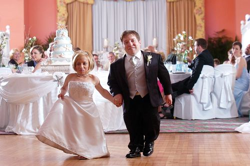 Little people once again take the spotlight on Little Couple on TLC