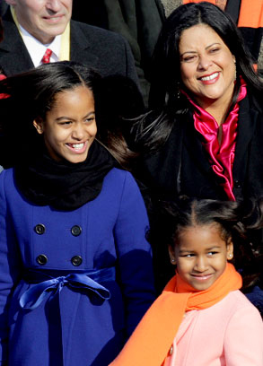 Malia and Sasha with their aunt