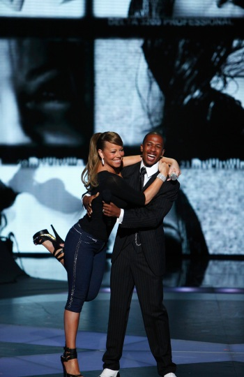 These two are so in love! Mariah Carey and hubby Nick Cannon