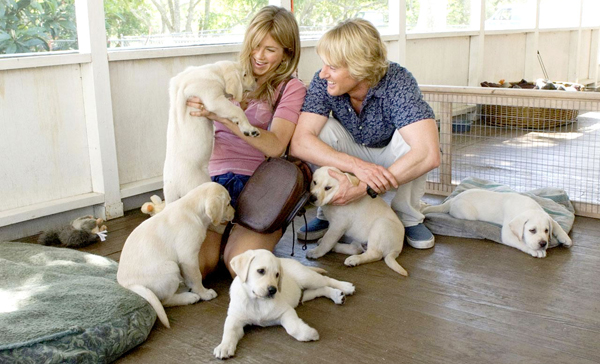 Jennifer Aniston and Owen Wilson play puppies in Marley & Me