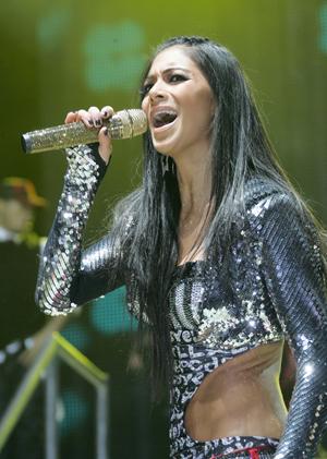 Nicole Scherzinger singing Jai Ho live