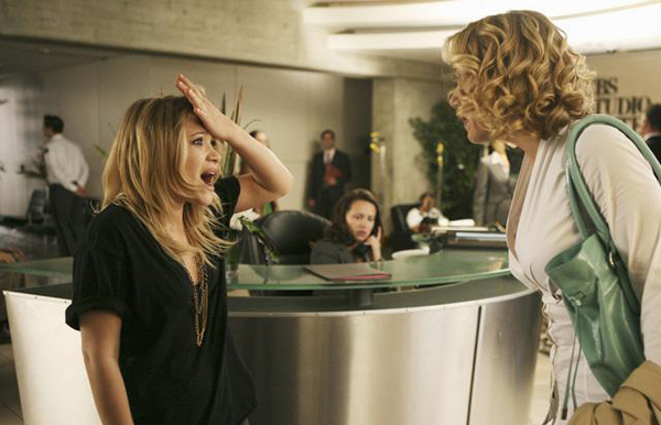 Mary Kate visits Christina Applegate on Samantha Who?