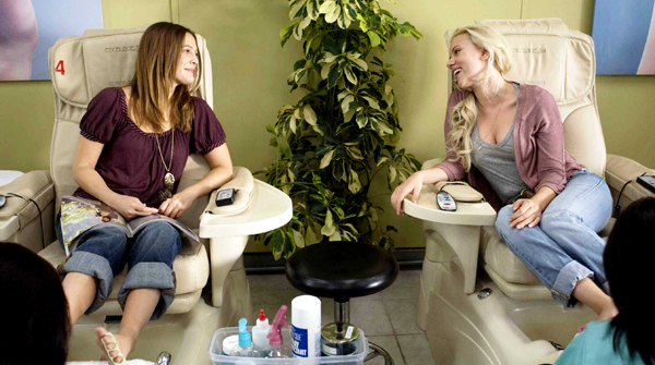 Drew Barrymore and Scarlett share secrets in He's Just Not That Into You