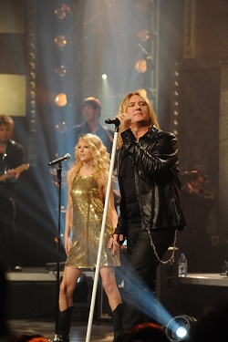 Taylor Swift and Def Leppard rock the house