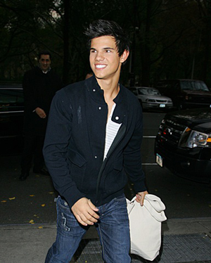 Taylor has every reason to smile, he's back for New Moon