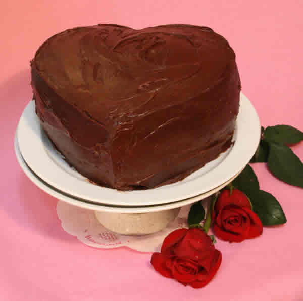 A heart-shaped Valentine's Day cake is so impressive, but why spend extra