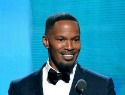A drunk Jamie Foxx hits on Beyoncé at the Grammys